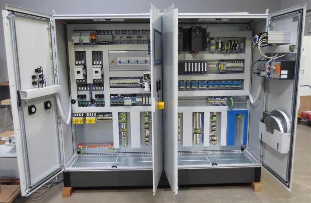 Schaltschrank mit einer redundanten SPS S7-400H mit Touchpanel